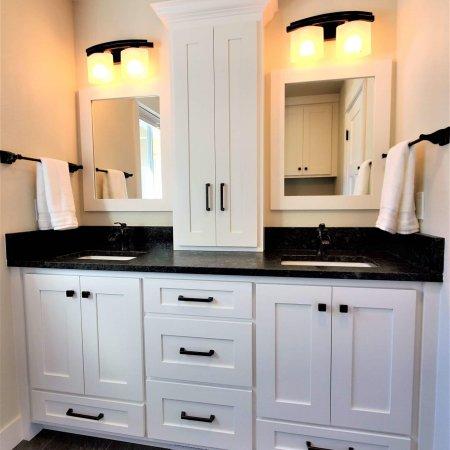 Kootenai Cabinets - Master Vanity